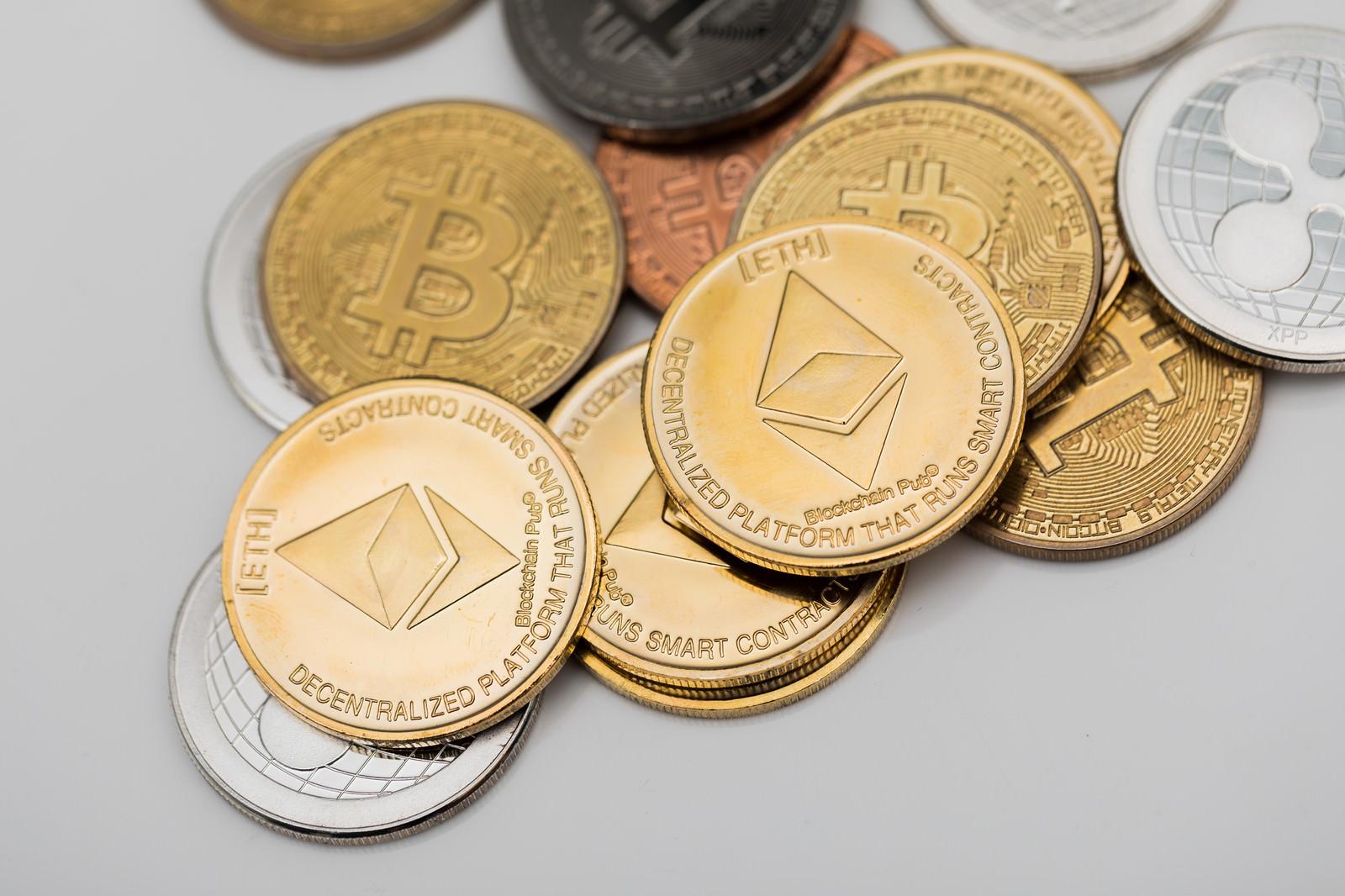「ETH(イーサリアム)と各種通貨ETH(イーサリアム)と各種通貨」のフリー写真素材を拡大