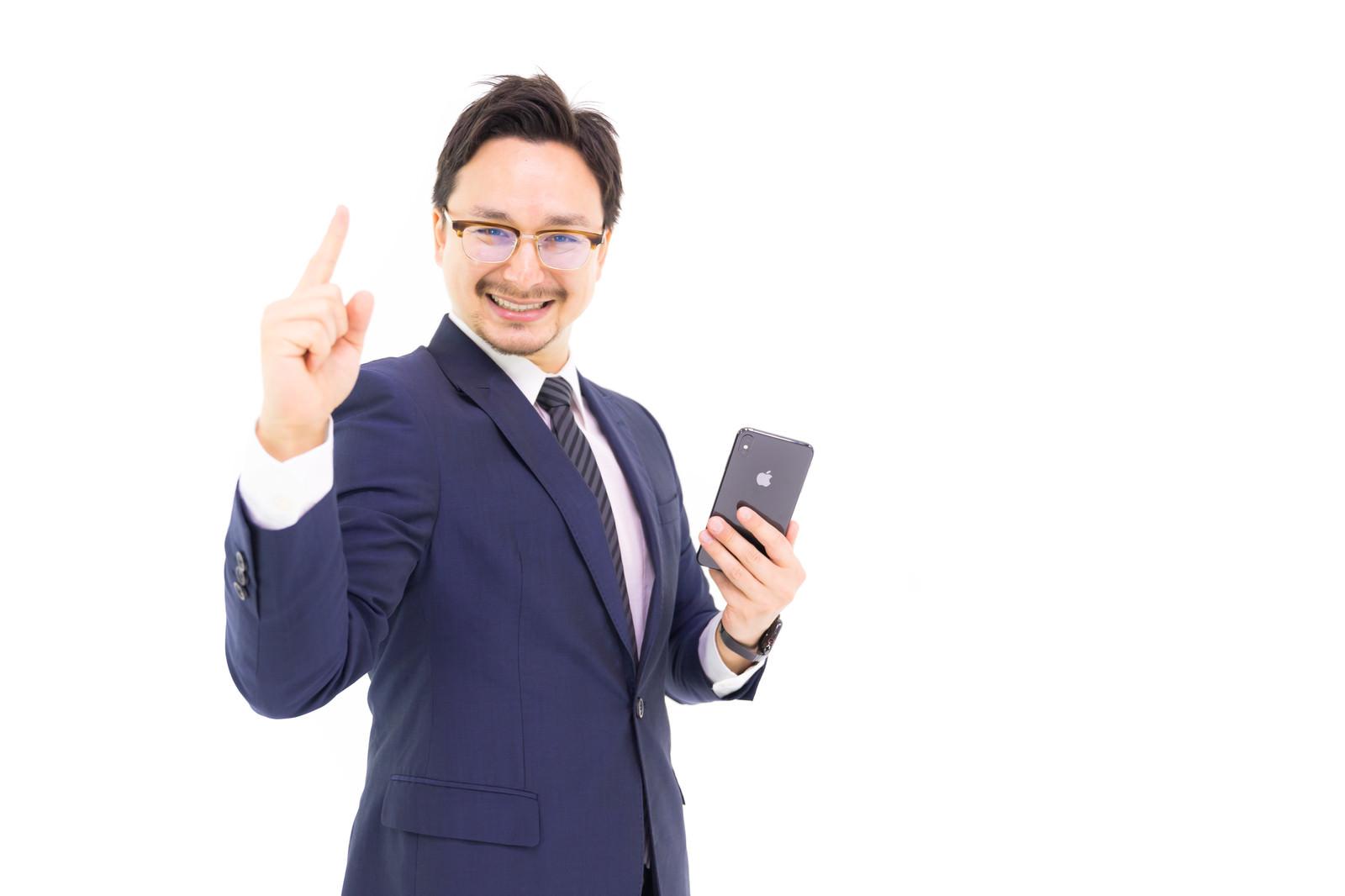 「iPhone Xs Max は最高だと応援するドイツ人ハーフ」の写真[モデル:Max_Ezaki]