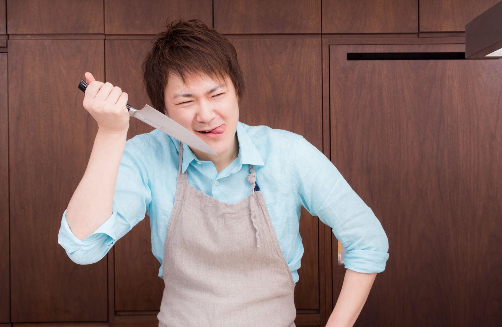 「この産地直送の新鮮なお野菜をどう料理してくれてやろうか(ペロリ」の写真[モデル:五十嵐夫妻]