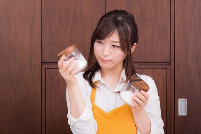 塩と砂糖の区別がつかない若妻(危険)の写真