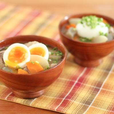 「半熟卵入り豚汁」の写真素材