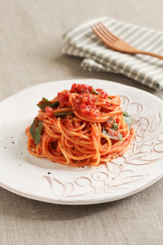 トマトソースパスタの写真