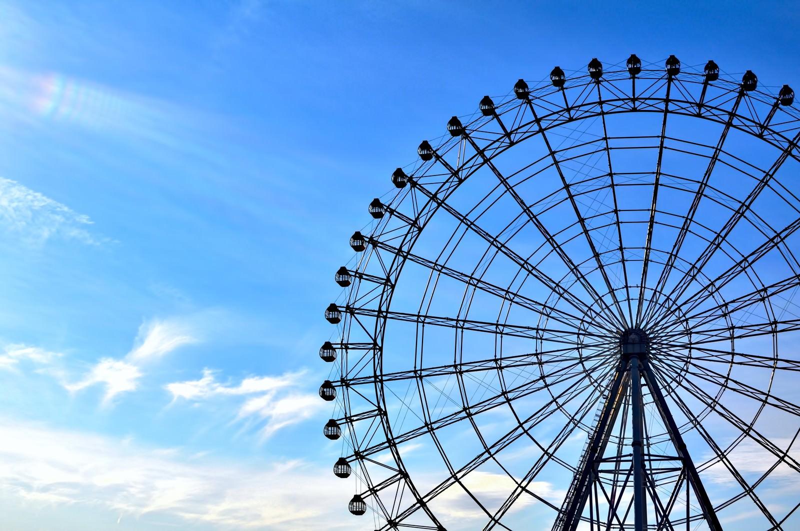 「青い空と観覧車」の写真