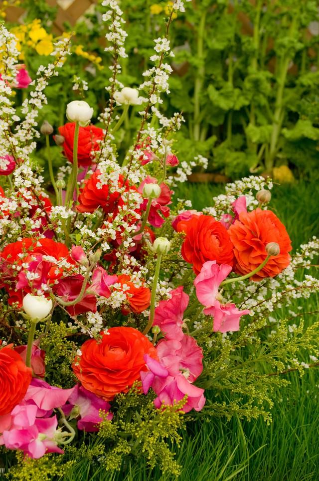 春の花のアレンジメントの写真