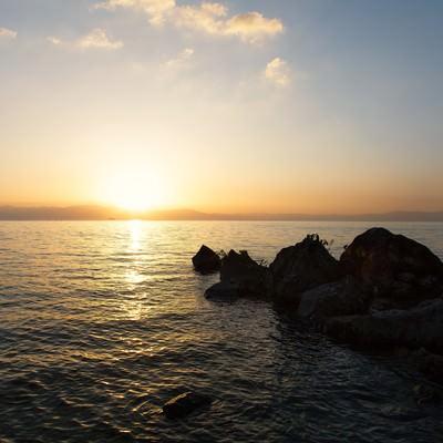 「琵琶湖と夕日」の写真素材