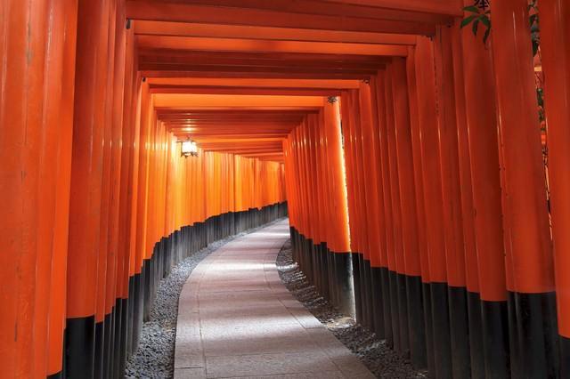 京都伏見稲荷大社の千本鳥居の写真