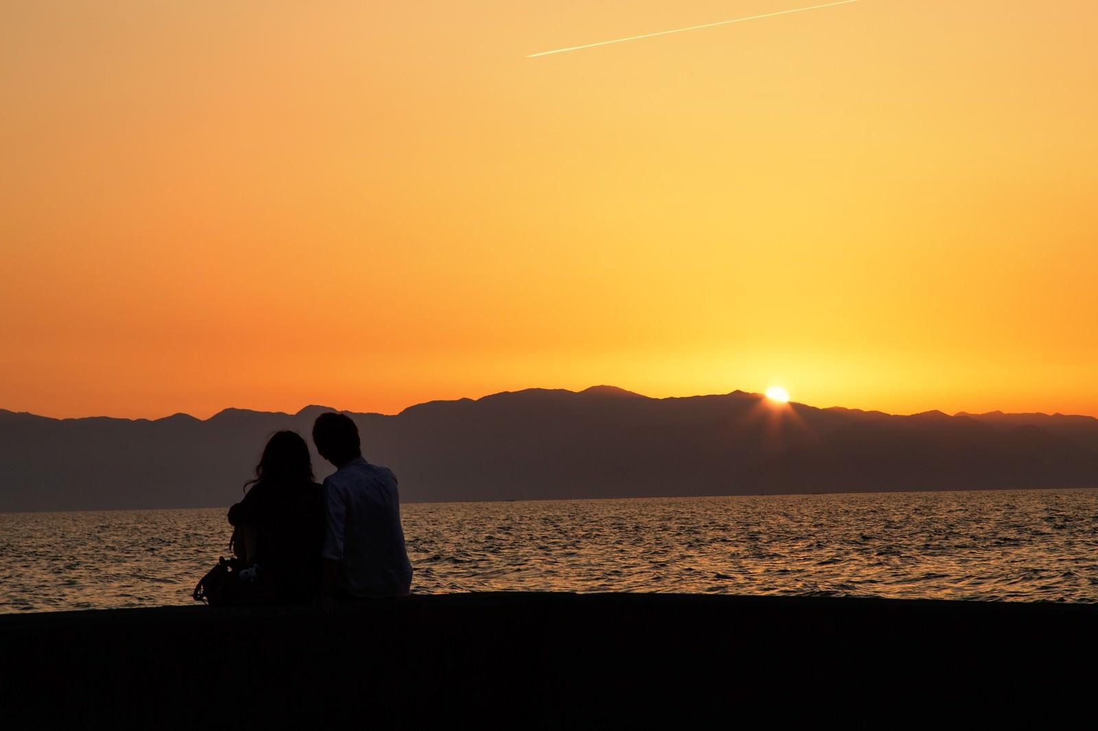 「夕暮れとカップル」の写真