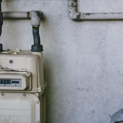 古びた都市ガスメーターの写真