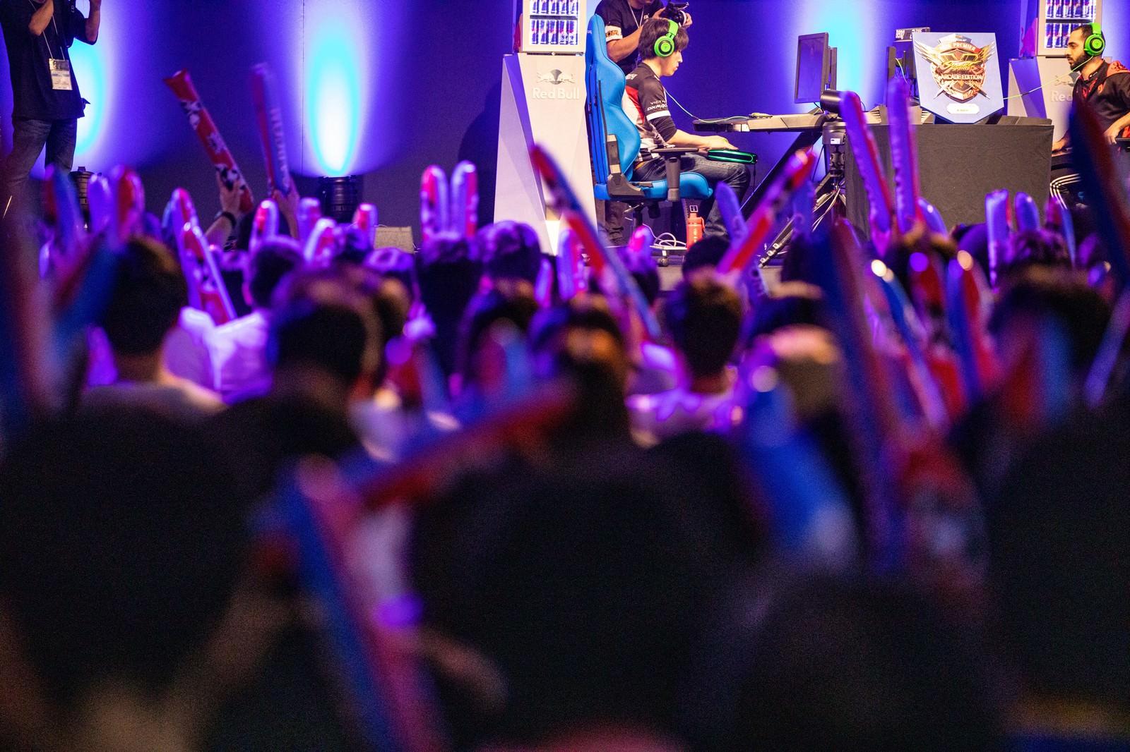 賑わいを見せる決勝大会の観客と選手 - CAPCOM Pro Tour 2019 アジアプレミアのフリー素材