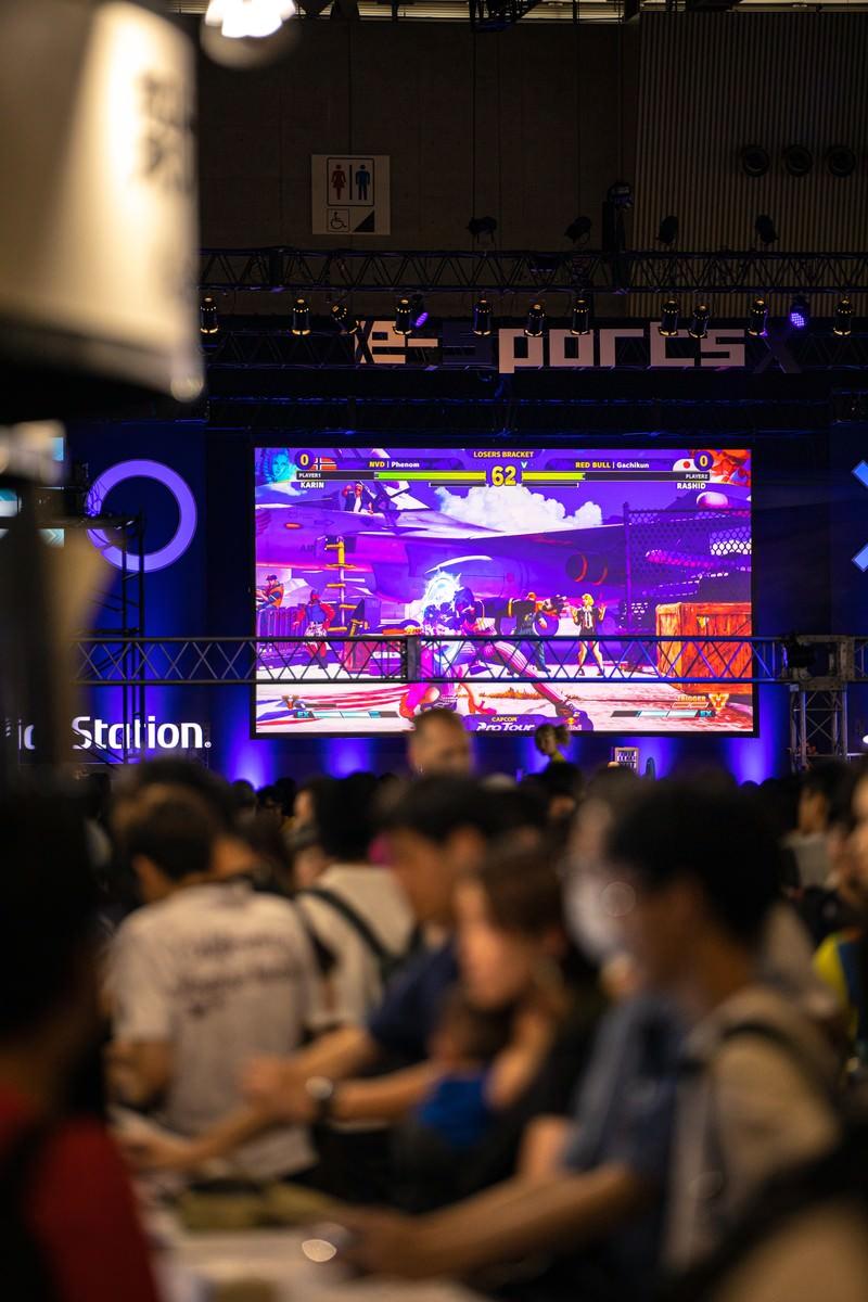 「人で溢れかえる決勝大会の様子 - CAPCOM Pro Tour 2019 アジアプレミア」の写真