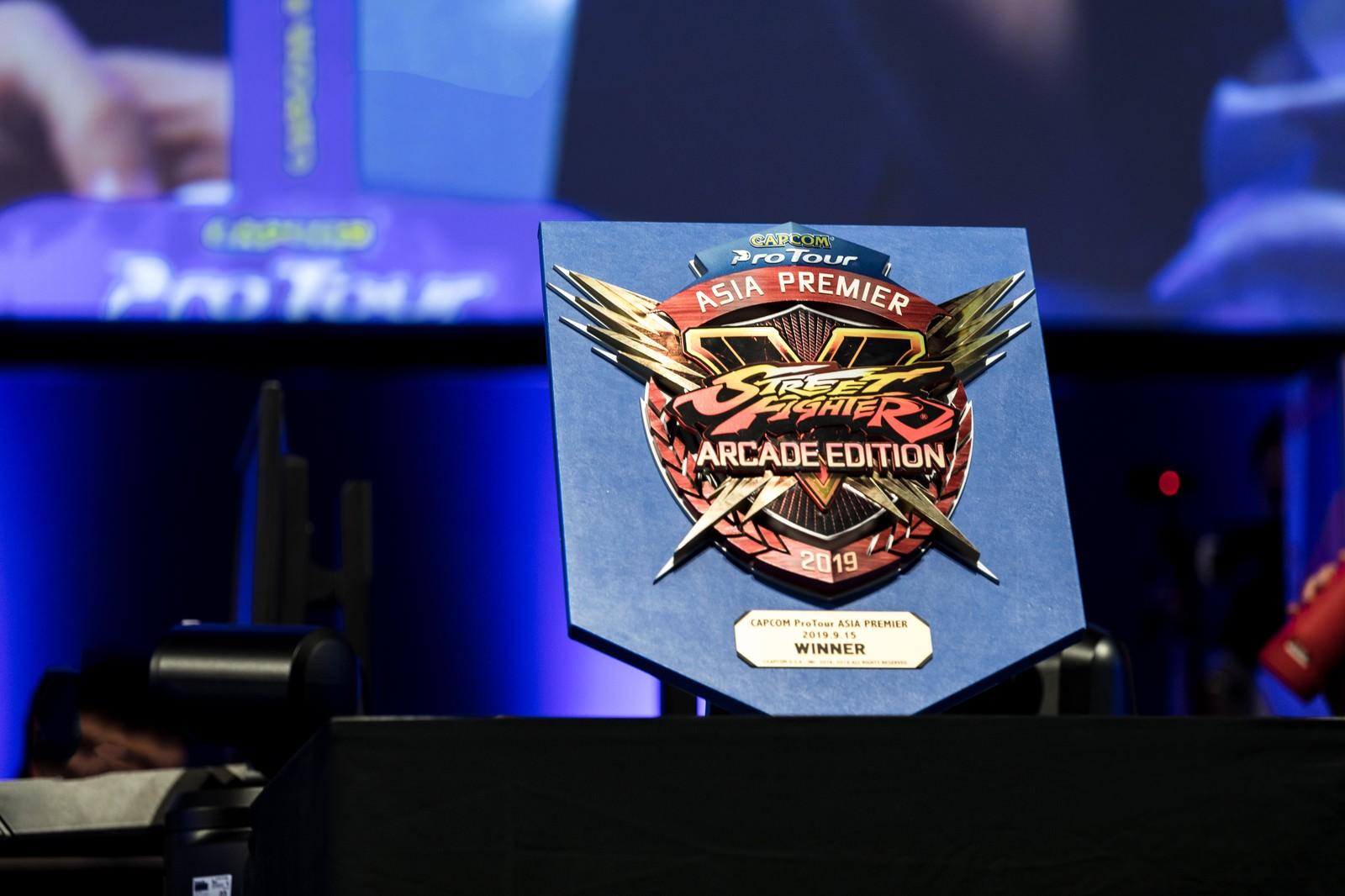 「大会優勝者に送られる盾 - CAPCOM Pro Tour 2019 アジアプレミア」の写真