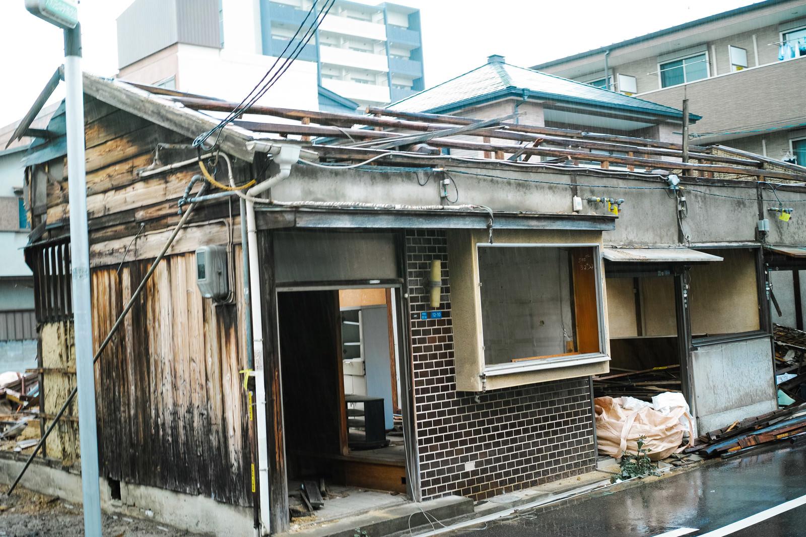 「ここまで家屋を破壊されても110番しかできない現状」の写真