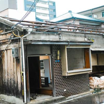 ここまで家屋を破壊されても110番しかできない現状の写真