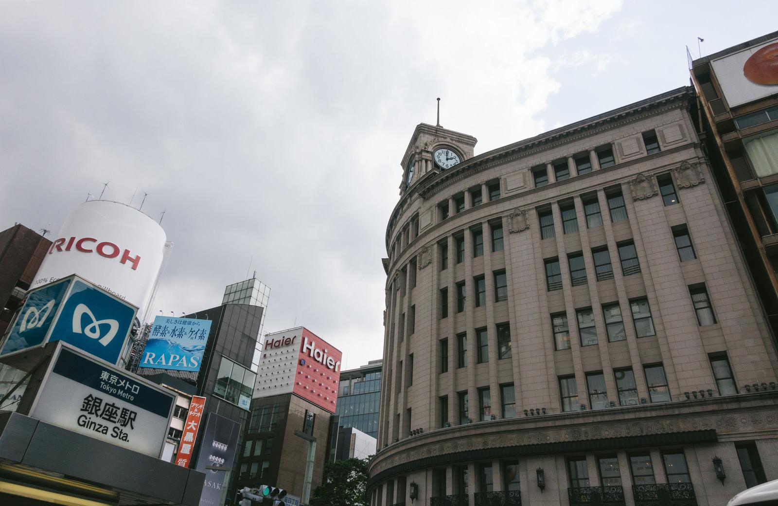 「和光の時計台と東京メトロ和光の時計台と東京メトロ」のフリー写真素材を拡大