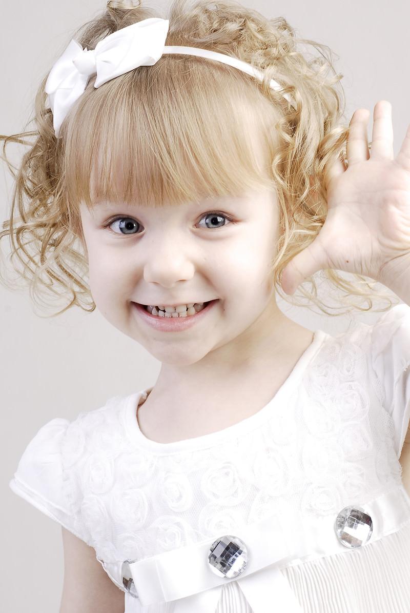「おめめパッチリのブロンドの女の子」の写真[モデル:モデルファクトリー]