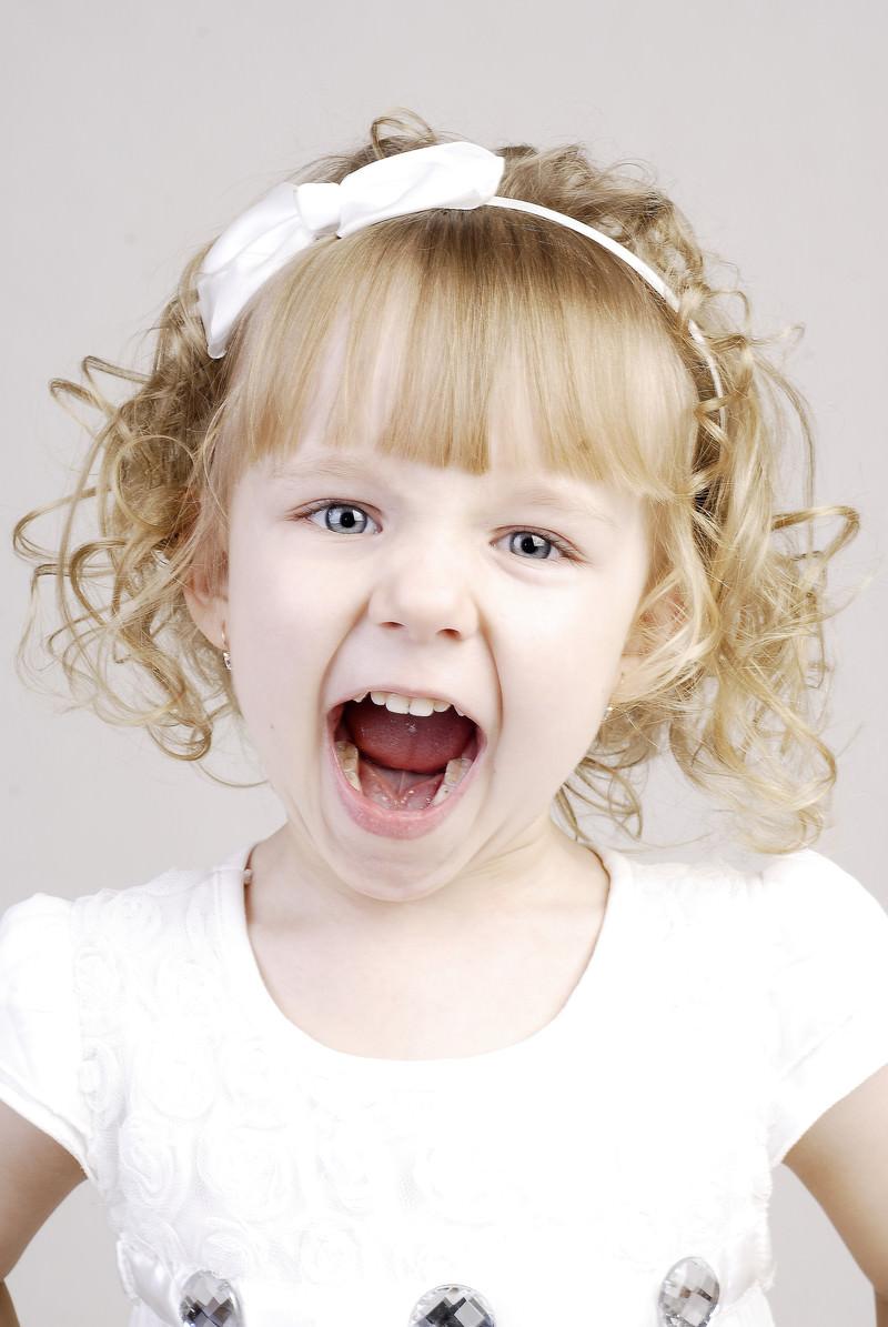 「叫び声をあげ子供」の写真[モデル:モデルファクトリー]