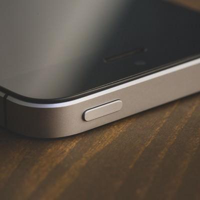 「スマートフォンの電源ボタン」の写真素材
