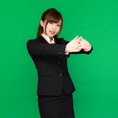 「肩こりが酷くて両手を前に出して伸びをする事務の女性(グリーンバック)」の写真素材