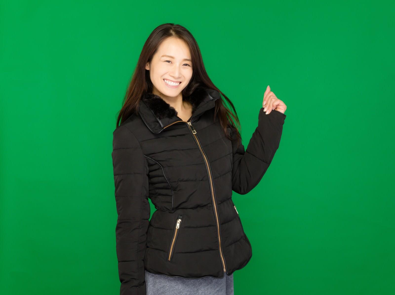 「レディースの冬物セール(グリーンバック)レディースの冬物セール(グリーンバック)」[モデル:土本寛子]のフリー写真素材を拡大