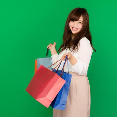 「セールで爆買い女子」の写真素材