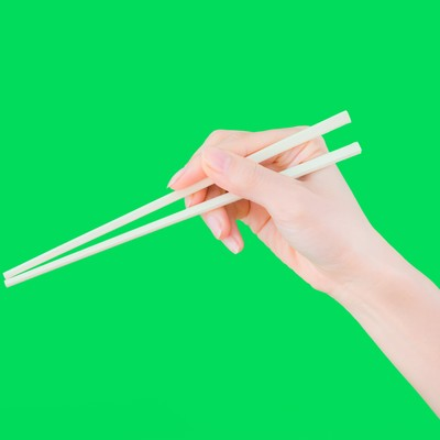 「箸を持った手(グリーンバック)」の写真素材