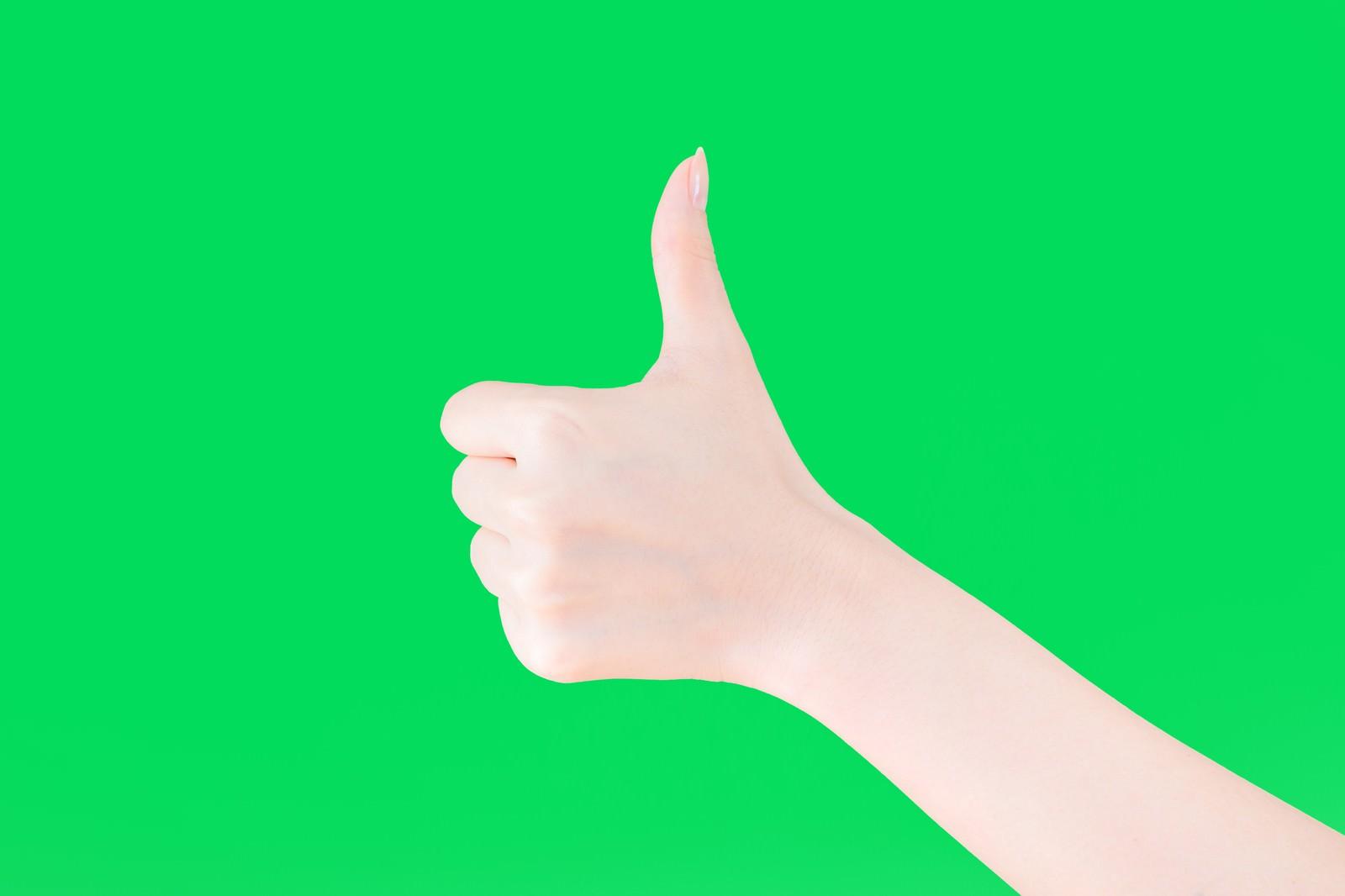 「いいね!する手(グリーンバック)」の写真[モデル:MOA]