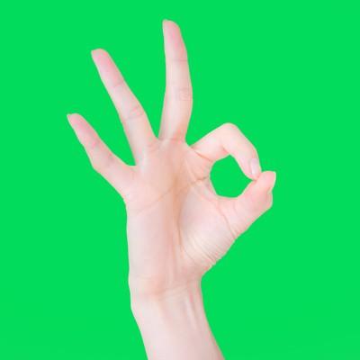 「OKと快諾する手(グリーンバック)」の写真素材