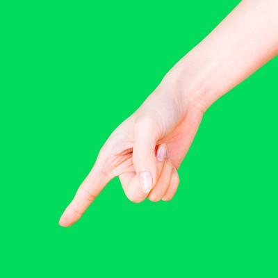 下に指をさす(グリーンバック)の写真