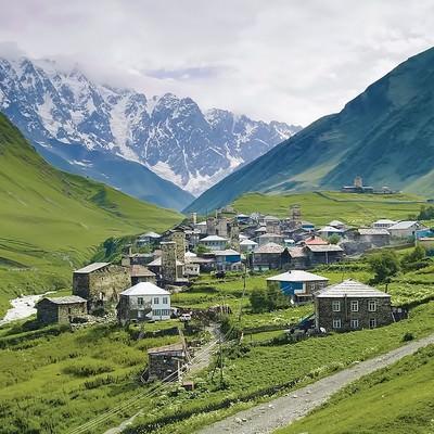 「山岳の中の街(グルジア)」の写真素材