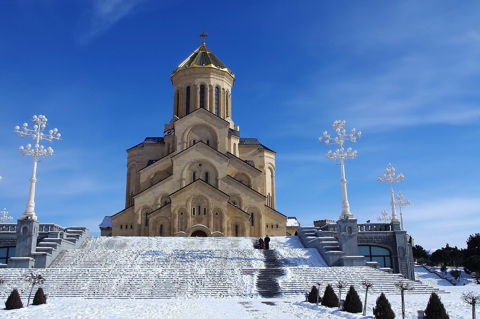 「グルジアの教会と雪」の写真