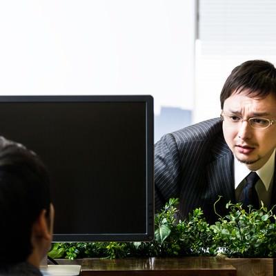 「有給申請すると、個別に「どした?」と上司に聞かれる」の写真素材