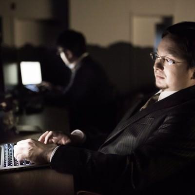 「オフィスが手狭過ぎて電源が足りなく、頻繁にブレーカーが落ちる」の写真素材