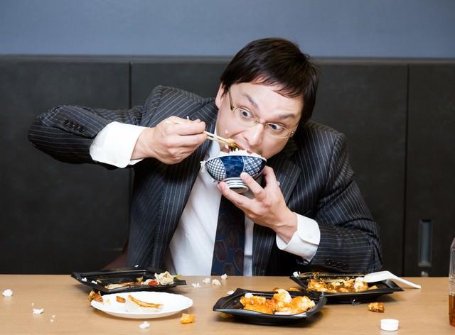 「会社で一番食べ方が汚い社長。口癖は「品格」」のフリー写真素材