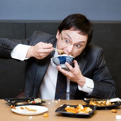「会社で一番食べ方が汚い社長。口癖は「品格」」の写真素材