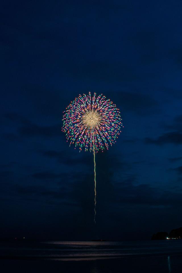色合い鮮やかな打上花火の写真