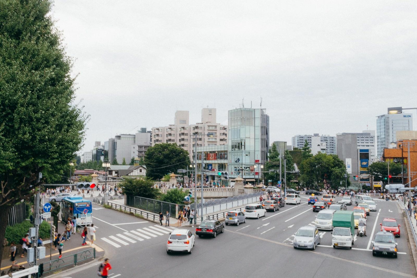 「原宿駅前の交差点 | 写真の無料素材・フリー素材 - ぱくたそ」の写真