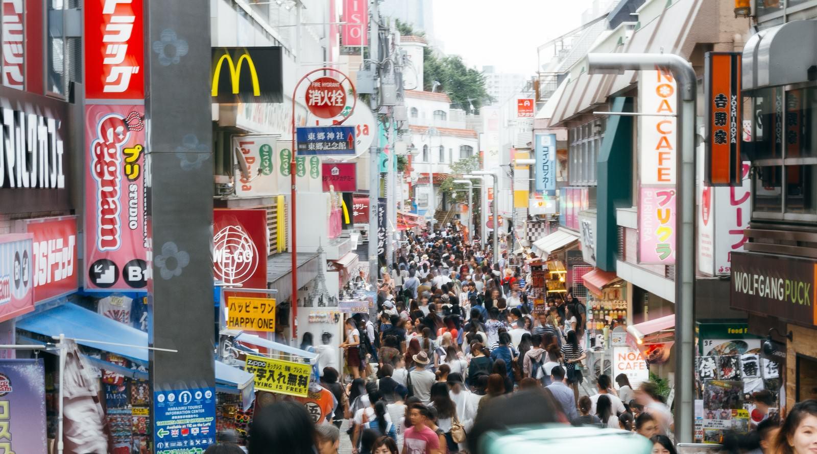 「人で溢れかえる原宿竹下通り」の写真