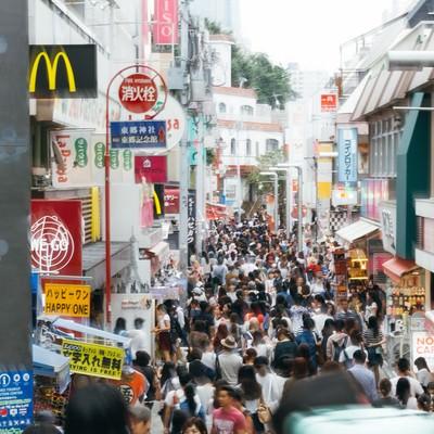 「人で溢れかえる原宿竹下通り」の写真素材