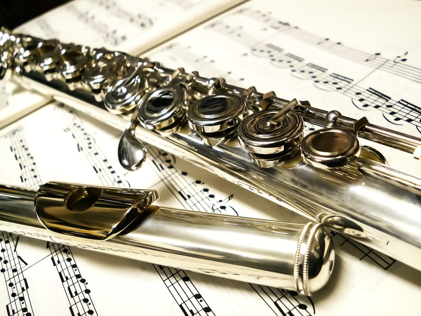 「楽譜とフルート」の写真