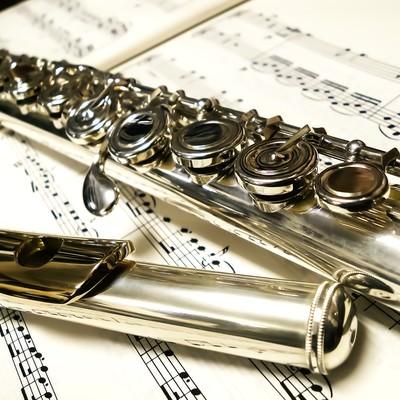 「楽譜とフルート」の写真素材