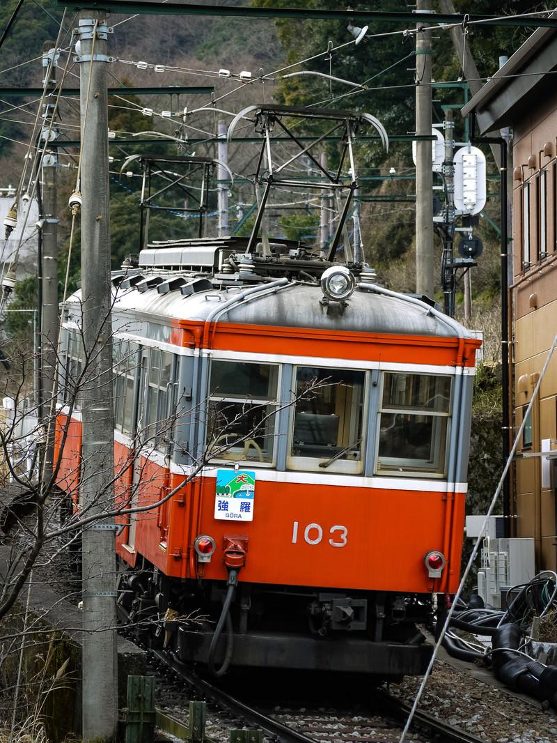 「坂を上る箱根登山鉄道」の写真