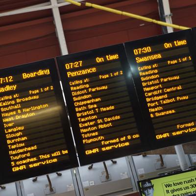 「ロンドンの列車案内」の写真素材
