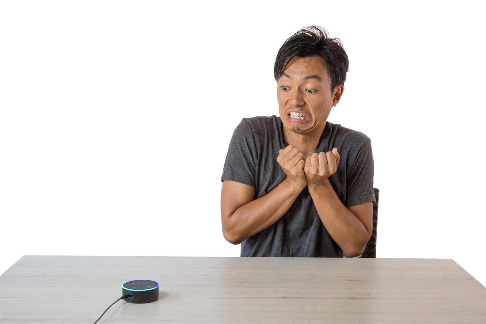 「スマートスピーカーの音声アシストが認識してくれない」の写真[モデル:藤沢篤]