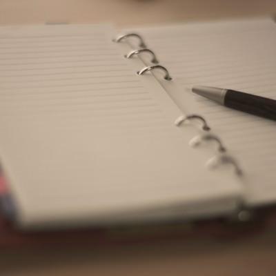 「ノートとペン」の写真素材