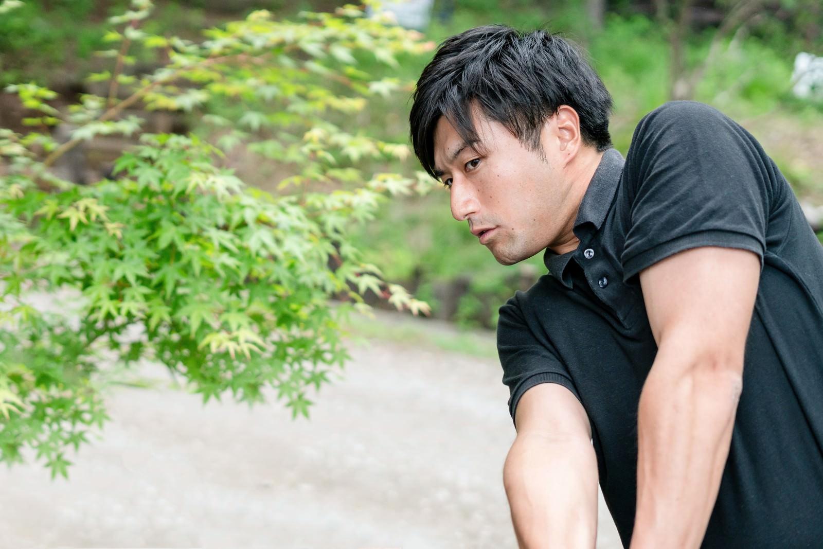 「ゴルファーの引き締まった腕」の写真[モデル:サカモトリョウ]