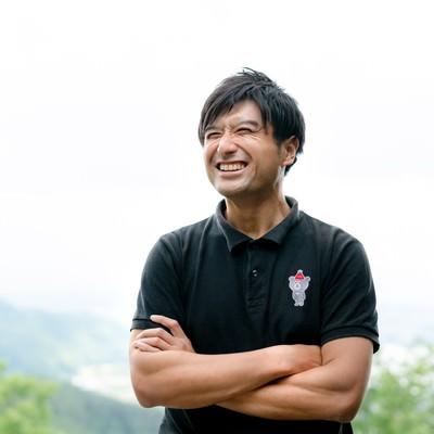 爽やかな笑顔のゴルファーの写真