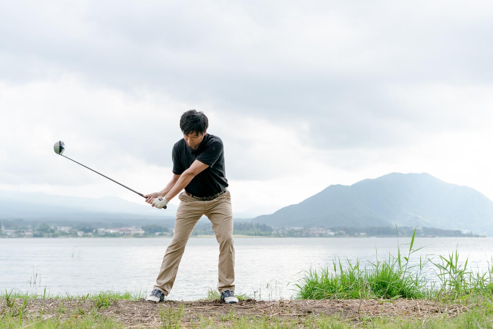 「スコアが伸びるゴルファーのスイング」の写真[モデル:サカモトリョウ]