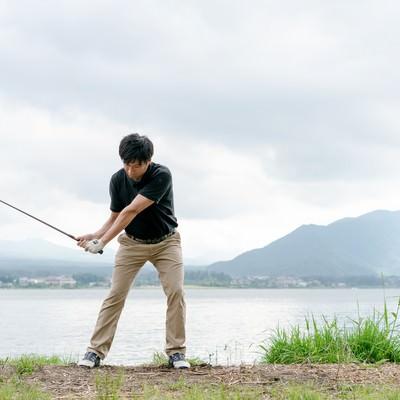 スコアが伸びるゴルファーのスイングの写真