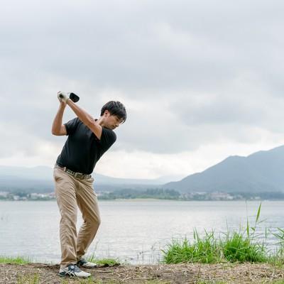 ゴルファーのスイング(トップ)の写真