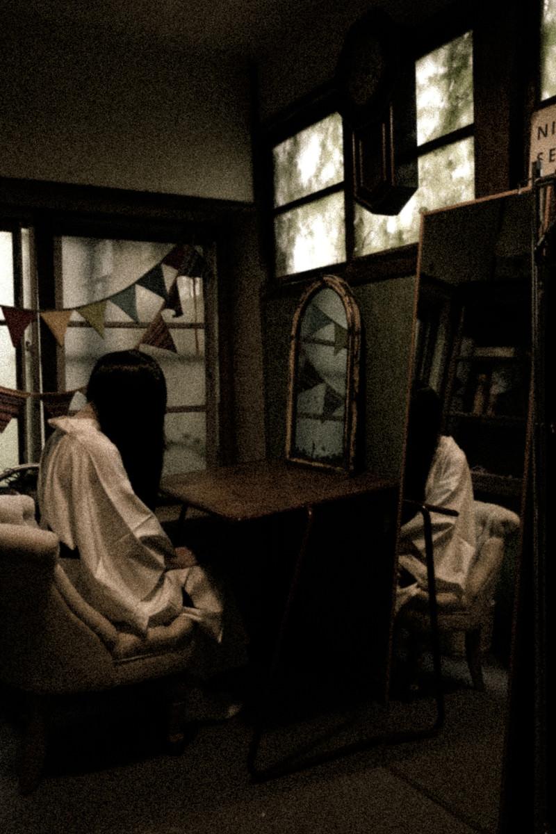 「ハロウィンの仮装準備(控室の様子)」の写真[モデル:緋真煉]